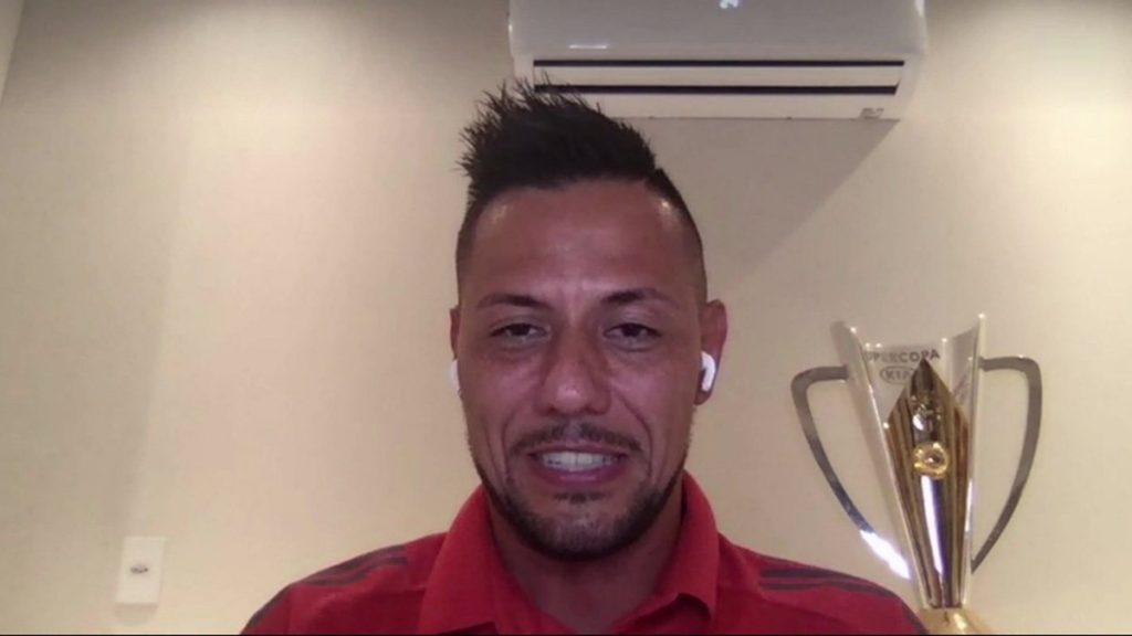 """Decisive in Flamengo's title, Diego Alves shares merit with the group: """"I don't feel like I'm a hero""""    Well, friends!"""