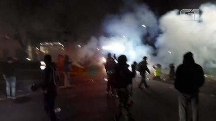 Video: Police use tear gas during the second day of protests against the killing of a black man in the United States