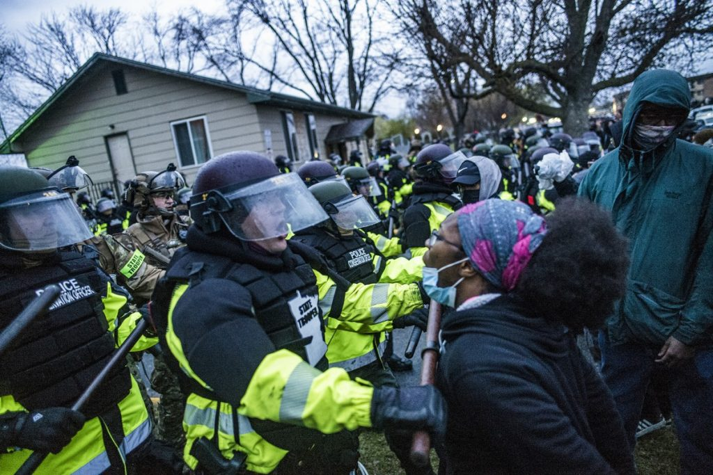 40 people arrested on the second day of protests after the killing of a young black man in America |  Scientist