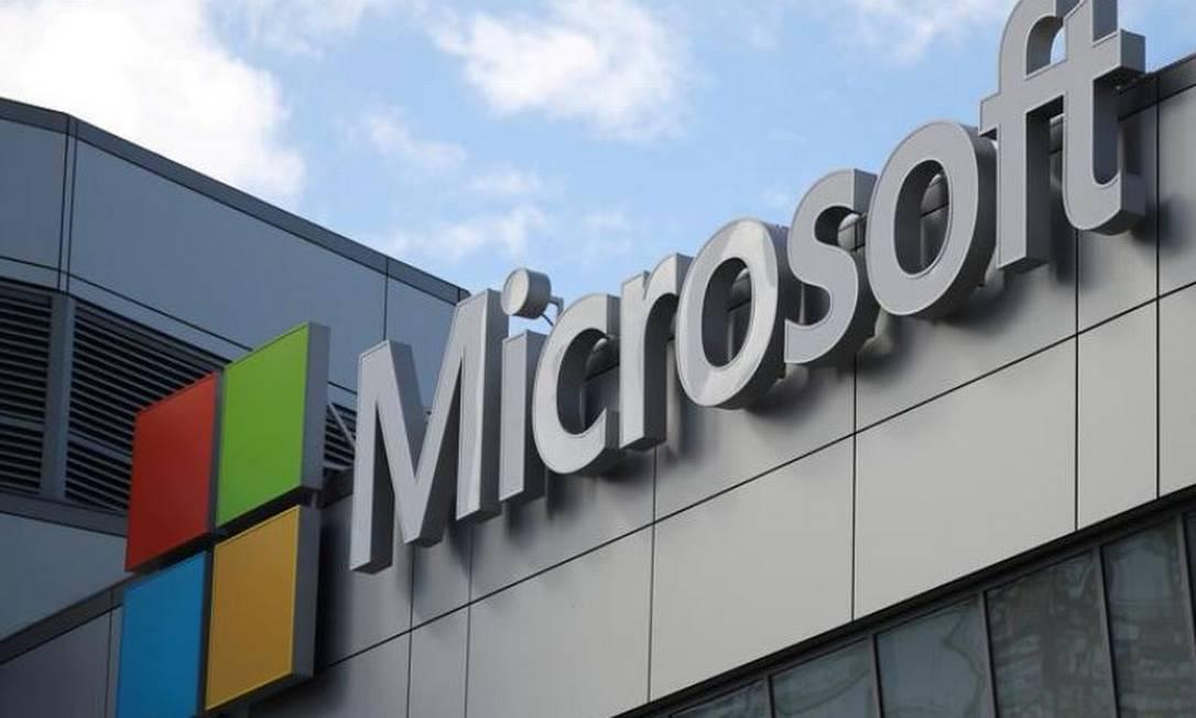 Microsoft logo photo in Los Angeles, California: REUTERS / Lucy Nicholson