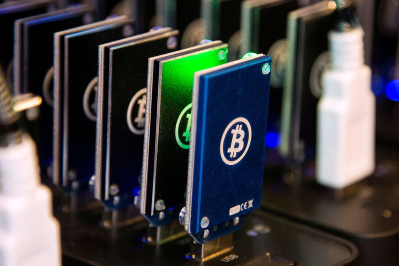 Bitcoin desvaloriza 10% em selloff