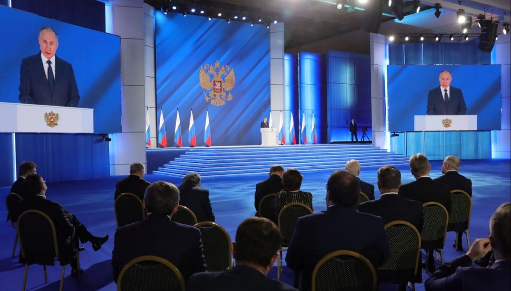 Vladimir Putin says that his country will respond harshly if the West crosses the borders of Russia  Scientist
