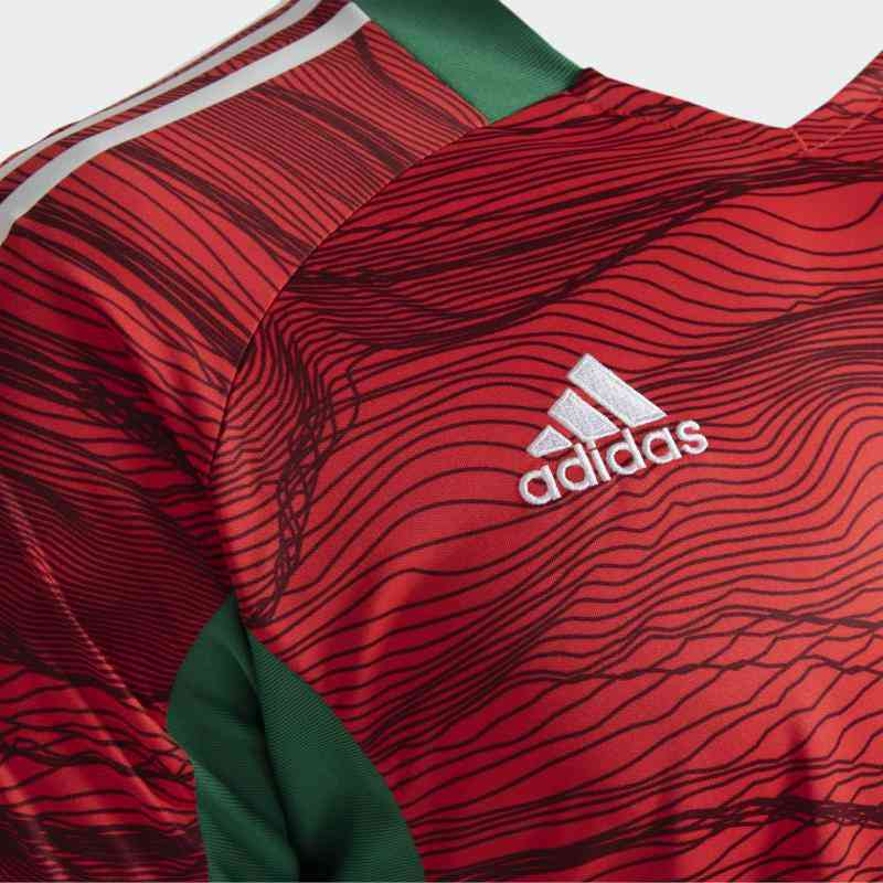 The main goalkeeper jersey, sold for R $ 279.99 on the Adidas website