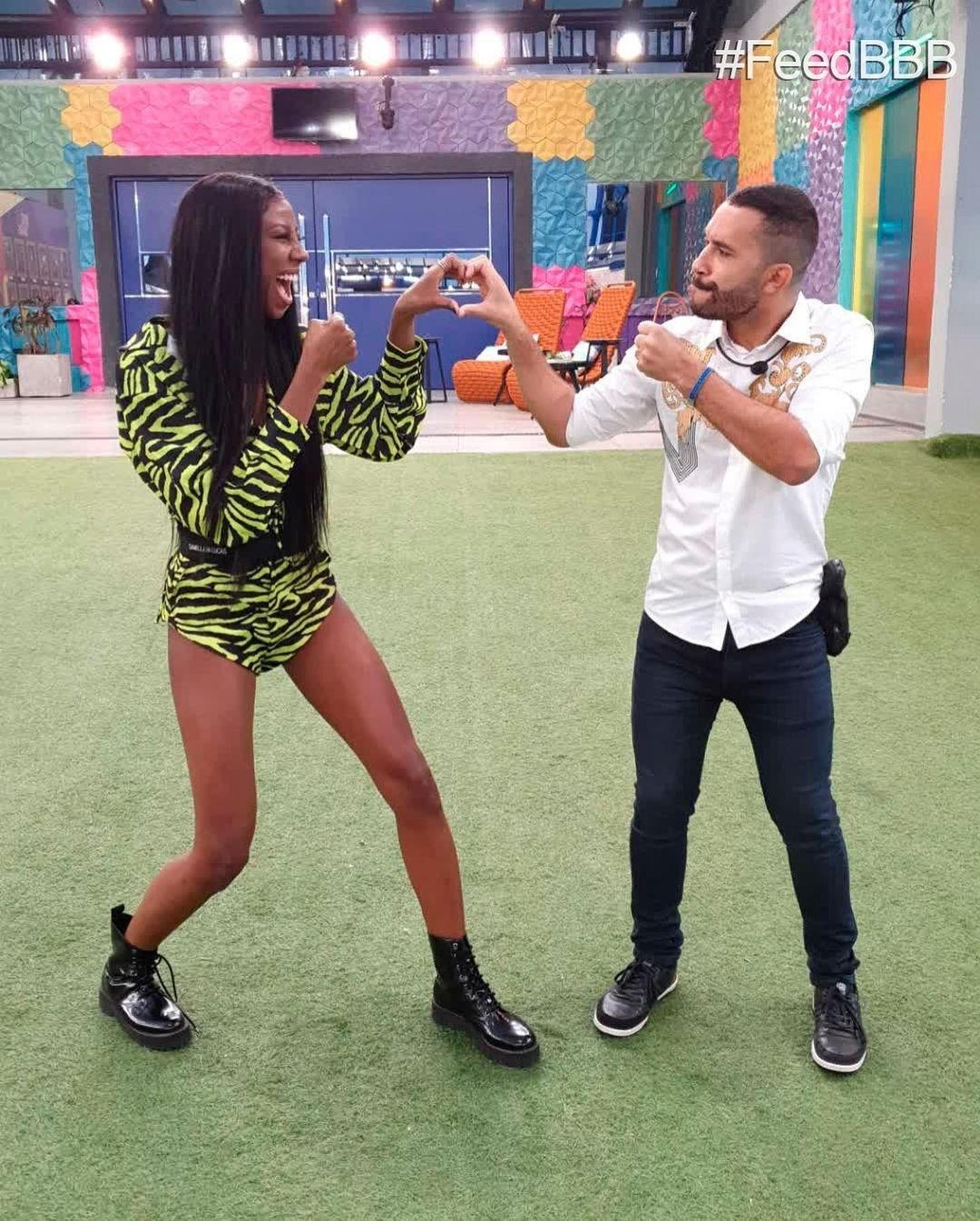 "Camilla de Lucas and Gilberto simulate the fight in ""BBB 101 Day"" - clone / Instagram"