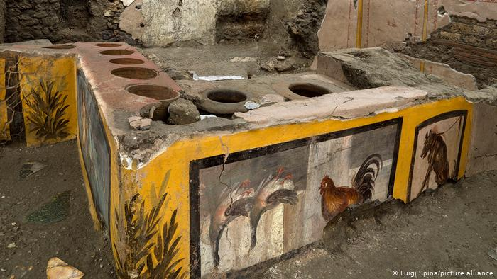 A former (thermal monopoly) cafeteria with the painted tabletop excavated in Pompeii