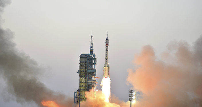 An astrophysicist takes a photo of the uncontrolled Chinese missile 700 kilometers from Earth