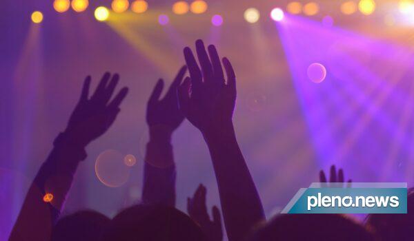 England Crowds Nightclub In Test Of Deflation |  Scientist