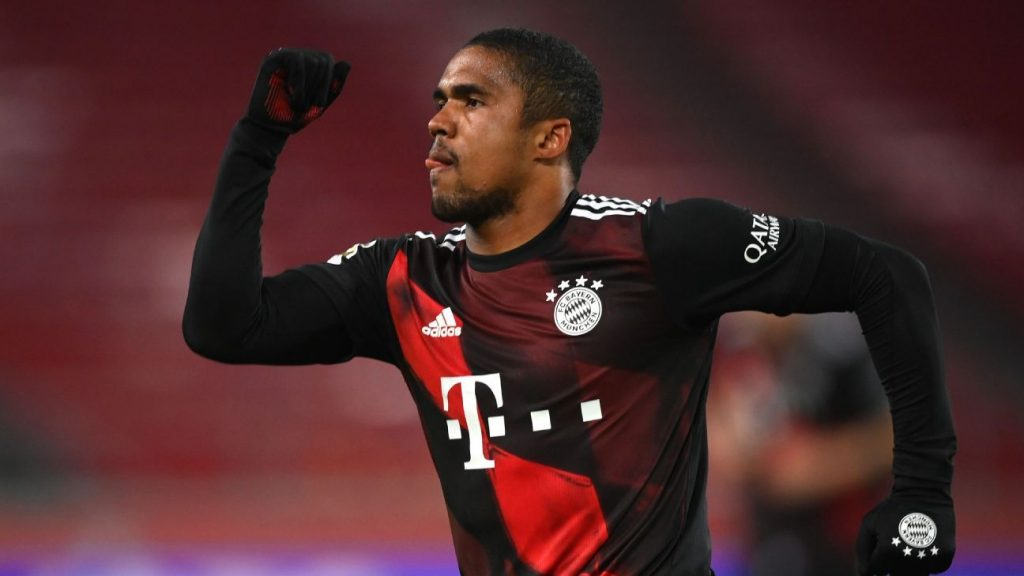 The manager says everything is fine between the club and Douglas Costa and reveals that the Juventus issue is the only pending issue