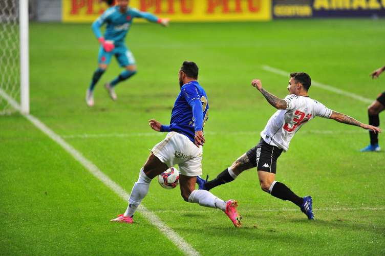 Pictures of the match Cruzeiro and Vasco in Mounir