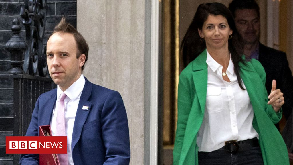 UK health minister caught counselor kissing and apologizing for not respecting social distancing