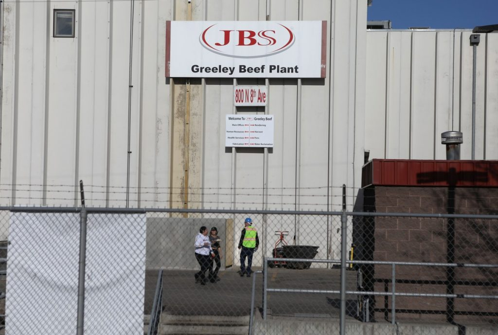 Agency: With machines crippled, JBS employees in the US are forced to cut meat manually after hacker attack    agricultural business