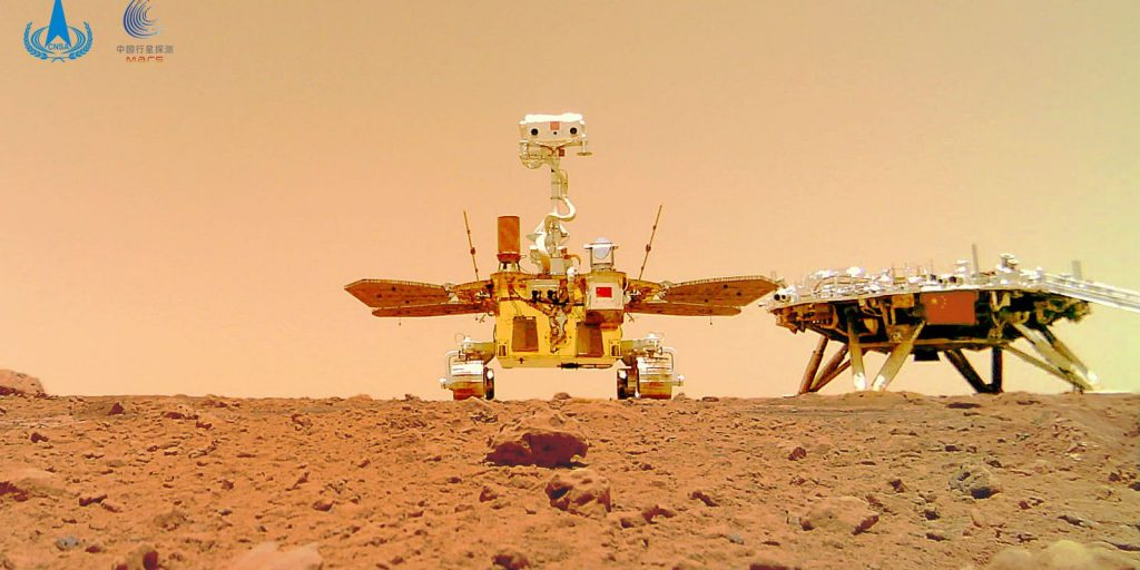 China publishes color photos of the surface of Mars