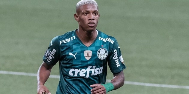 Danilo is another victim in Verdaux facing Chapecoense.  Abel does not have five main players