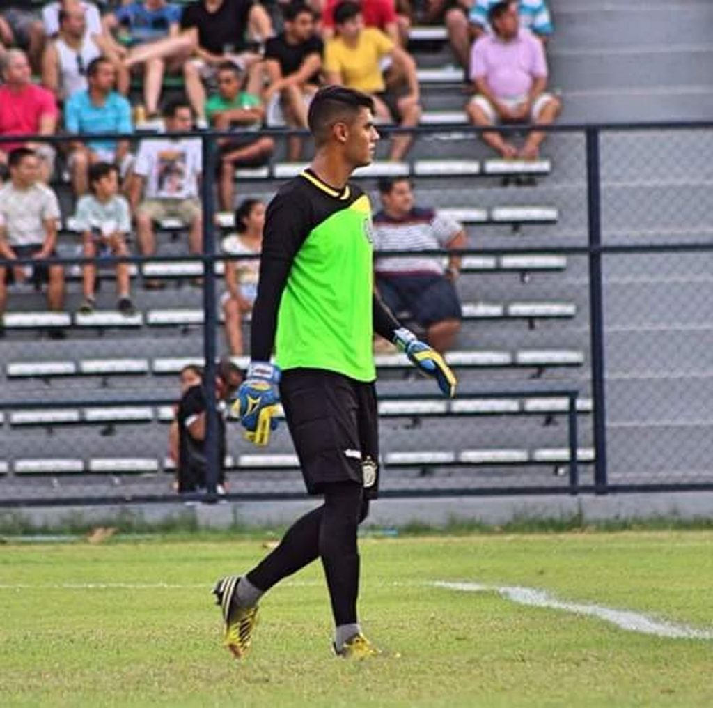 The third option, the Jeez stands out in his debut with Santa Cruz, in a tie with Volta Redonda    Holy Cross