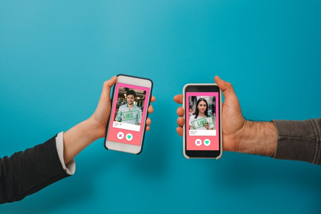 Tinder and other dating apps offer a 'vaccine' filter