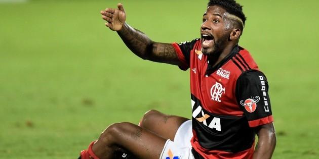 flamingo: [Além da volta de Rodinei, reapresentação do Flamengo contou com ausência de atacante que perdeu voo]
