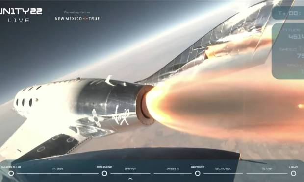 Upon reaching an altitude of 15 kilometers, the spacecraft was launched and propelled by rockets in an almost vertical ascent. Photo: VIRGIN GALACTIC/via REUTERS