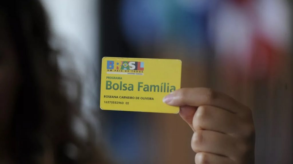 The fourth installment is paid to Bolsa Família