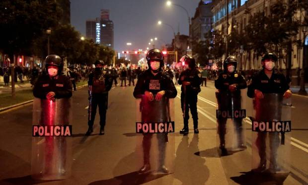 Police closed a street to prevent conflict between supporters of candidates Keiko Fujimori and Pedro Castillo in Lima, Peru. Photo: Alessandro Cinque/Reuters