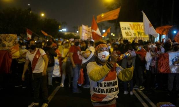 On Wednesday evening, with 99.1% of the minutes counted, Castillo got 50.2% of the valid votes, against 49.8% of Keiko Fujimori's votes, with a difference of 71,441 votes, which for some analysts and Castillo himself, is irreversible.  Photo: ALESSANDRO CINQUE / REUTERS