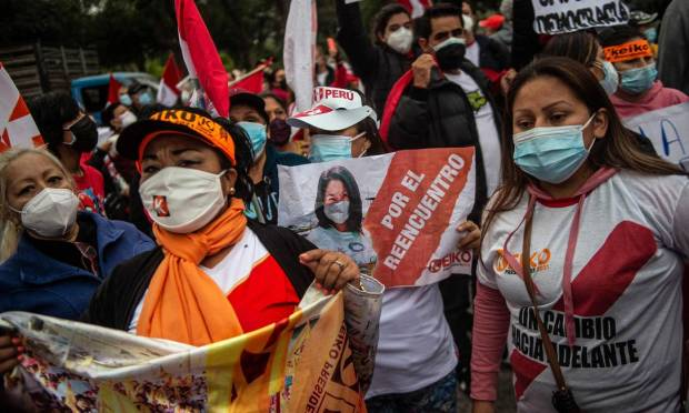 Supporters of the Peruvian Popular Power Party candidate, Keiko Fujimori, protest in front of the National Organization for Electoral Processes (ONPE) building in Lima.  Without providing any evidence, the daughter of dictator Alberto Fujimori accused the electoral system of fraud, inflating supporters Photo: Ernesto Benavides/AFP