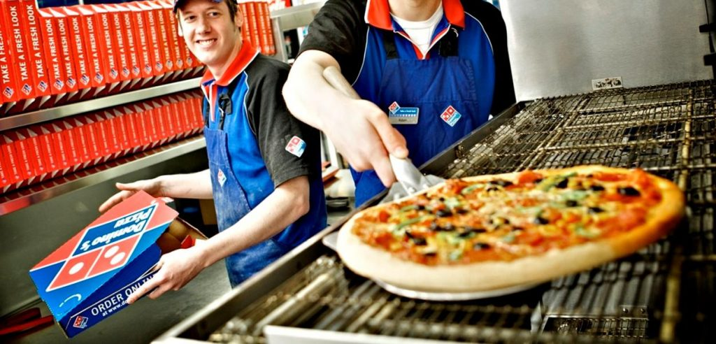 Domino's is giving away free pizza to those taking a second dose of the Covid-19 vaccine لقاح