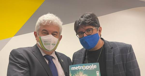Marcos Pontes, Minister of Science, Technology and Innovation receives the magazine Metropole