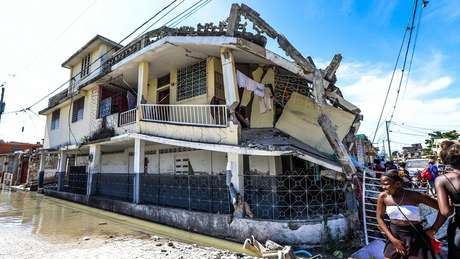 A building destroyed by the earthquake in Haiti and its walls collapsed