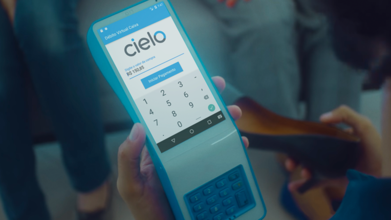 The column states that Cielo (CIEL3) is making progress in investments and plans to sell the business in the United States