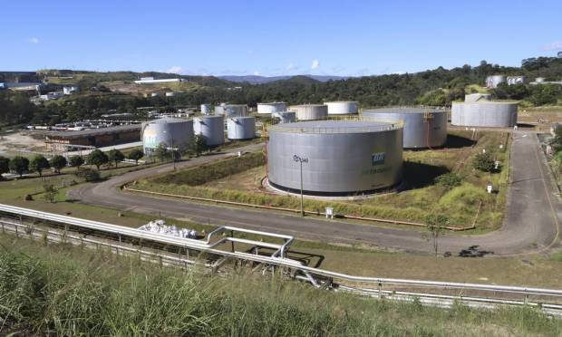 The Gabriel Pasos Refinery (Recap) in Badim, Belo Horizonte (MG) metropolitan area opened on March 30, 1968 with an initial capacity of 7,200 m³ / day.  Today, its processing capacity is 24 thousand m³ / day or 150 thousand bbl / day Photo: Raman Pittencourt / O Tempo
