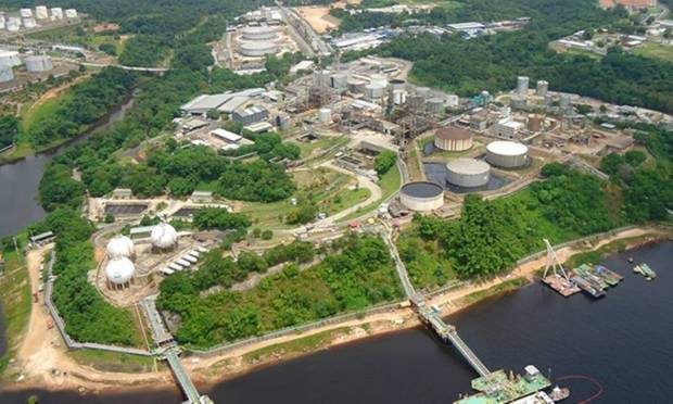 The Isaac Sabba Refinery (Reman) opened on January 3, 1957 and is located on the left bank of the Rio Negro in Manaus, Amazonas.  On May 31, 1974, this is Petrobras System Photo: Reproduction