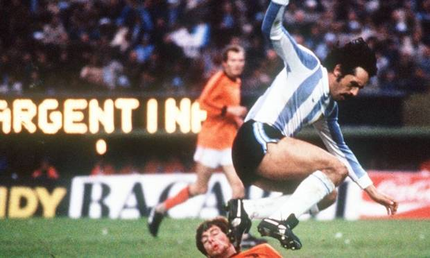 Leopold Locke.  O campeão mundial de 1978 morreu com a Argentina aos 71 anos