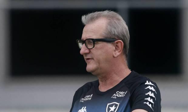 Renee Weber.  Em dezembro de 2020, o técnico e ex-auxiliar do Botafogo perdeu a batalha por doença aos 59 anos.  Foto: Vitor Silva / Botafogo