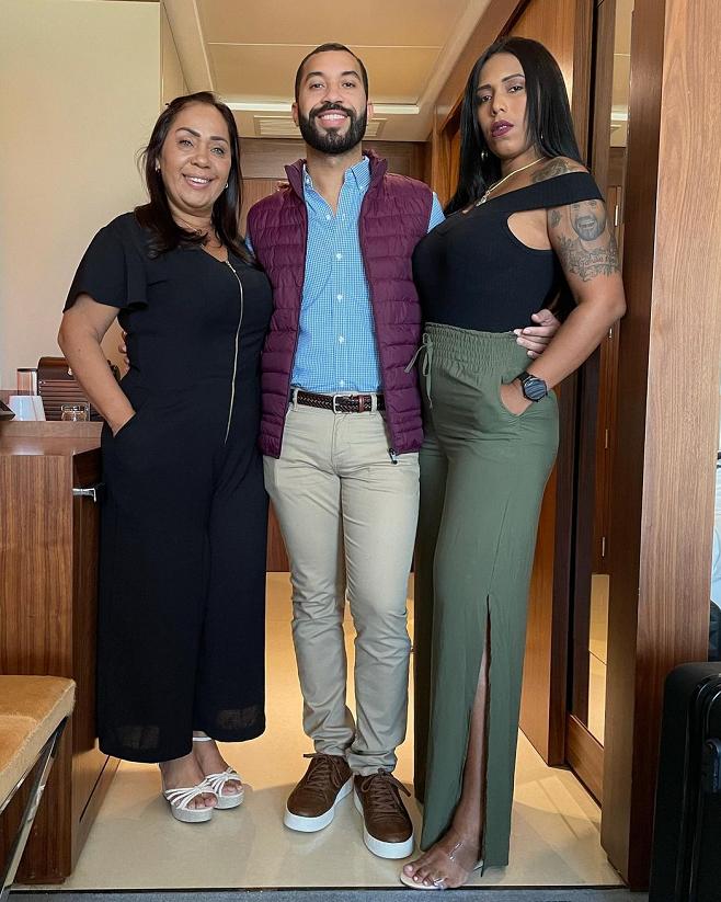 Gilles de Vigor with his mother, Jaquera Santana, and sister, Janelli Nogueira.  (Photo: Instagram)