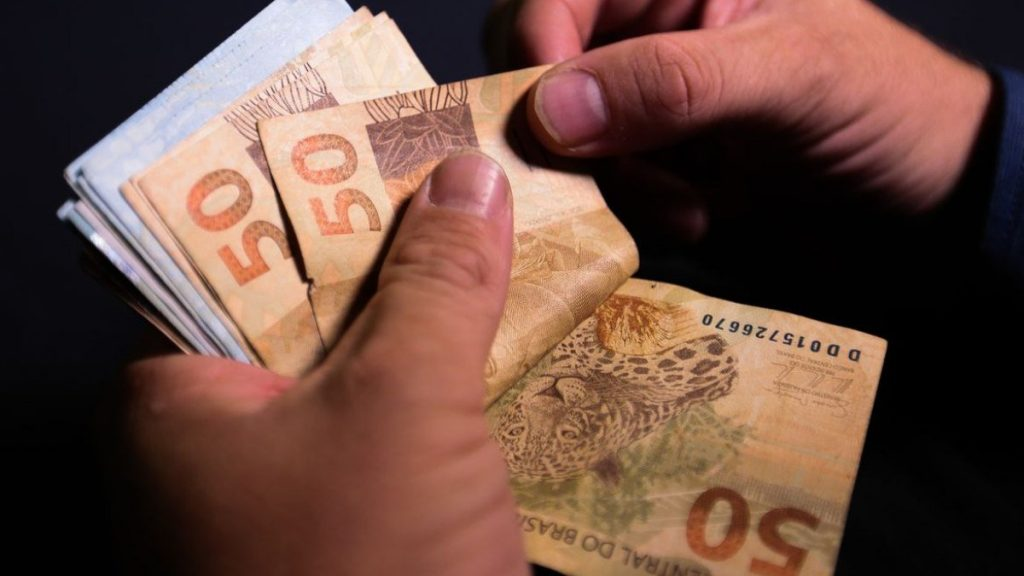 Senate committee agrees to limit use of cash;  understand    Economie