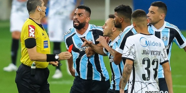 """Filipao """"attacks"""" the refereeing and reveals the history of Grêmio with Ricardo Marquez at the whistle: """"16 or 17 defeats"""""""