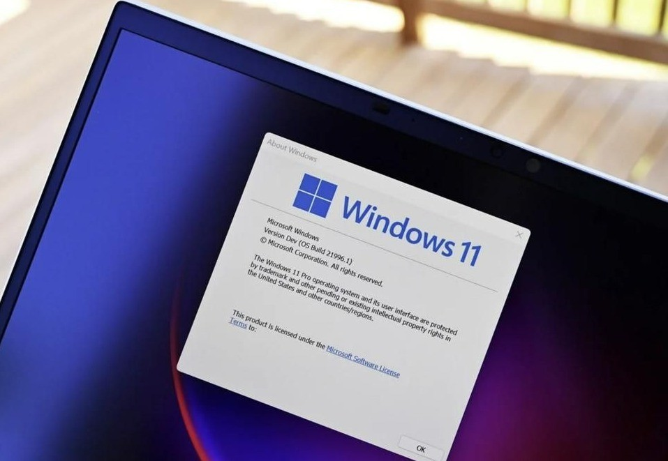 Microsoft backtracks and will release Windows 11 for 'old' PCs, but no updates