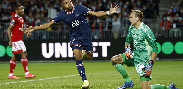 PSG beats Brest and takes the lead