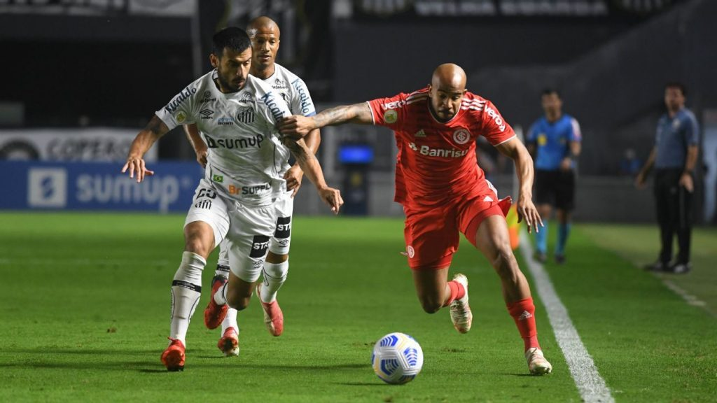 Santos turns on Internacional, but suffers a last-minute equalizer with Qanoon in an amazing match.