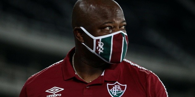 """""""Worked in all positions at Atletico"""";  Marcão points to arbitration error against Fluminense and """"irones"""" VAR"""
