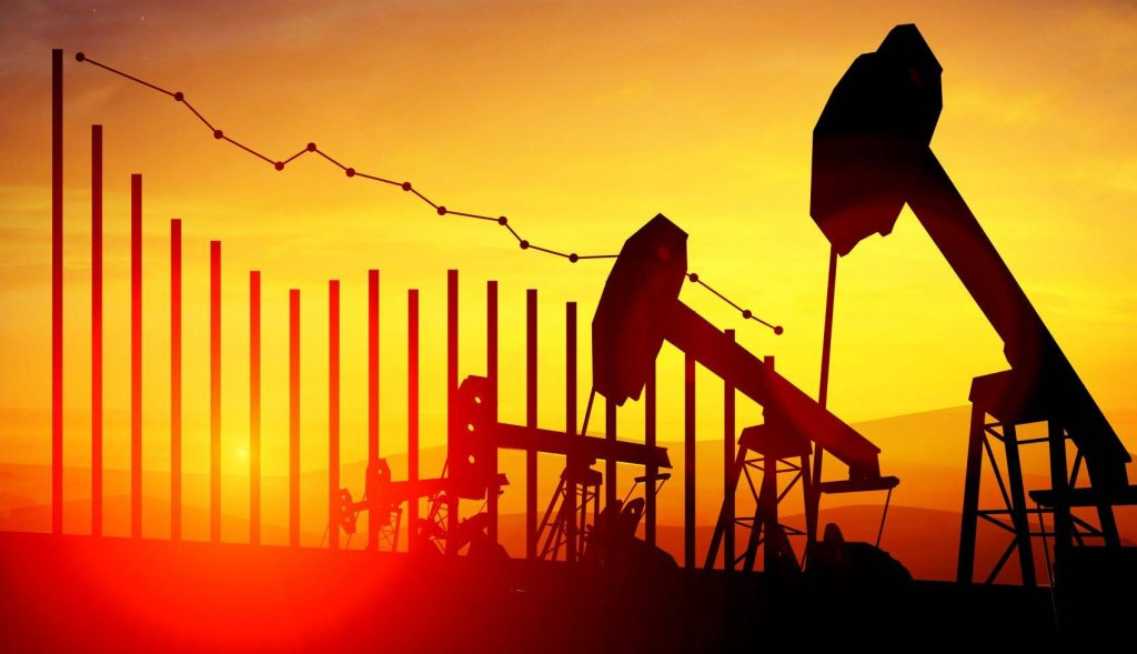Oil prices fall 1% as US refineries close