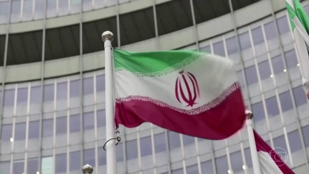 Newspaper: Iranian guards physically harass UN inspectors at the global uranium enrichment plant