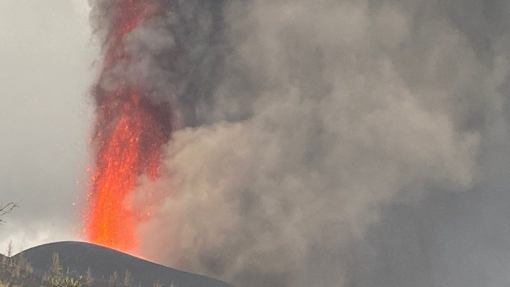 """Cumbre Vieja: The volcano is entering a """"scandalous"""" phase and the trend is towards strong eruptions    Globalism"""