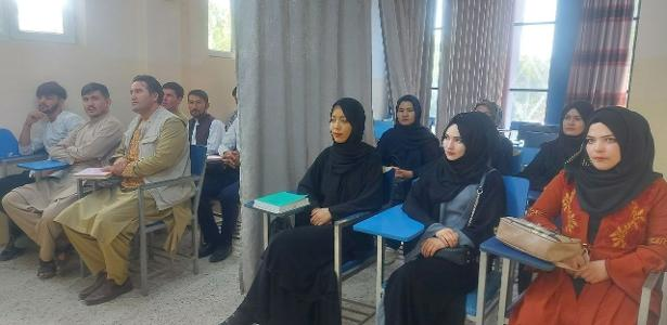 Afghan universities reopen their doors with curtains to separate students from students