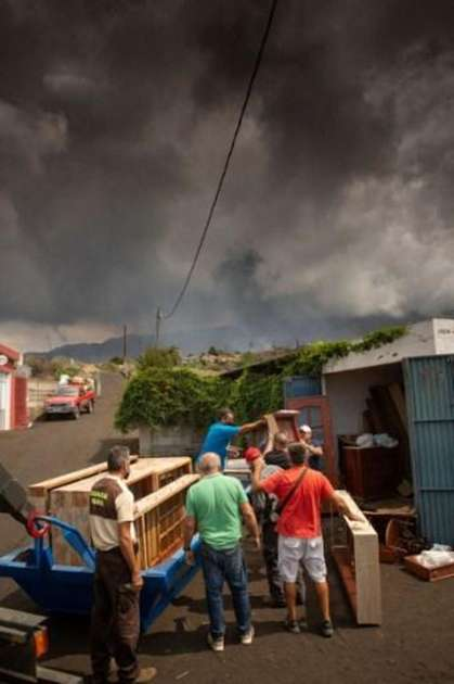 Cumbre Vieja volcano opens a new mouth of eruption and enters an even more violent phase - World
