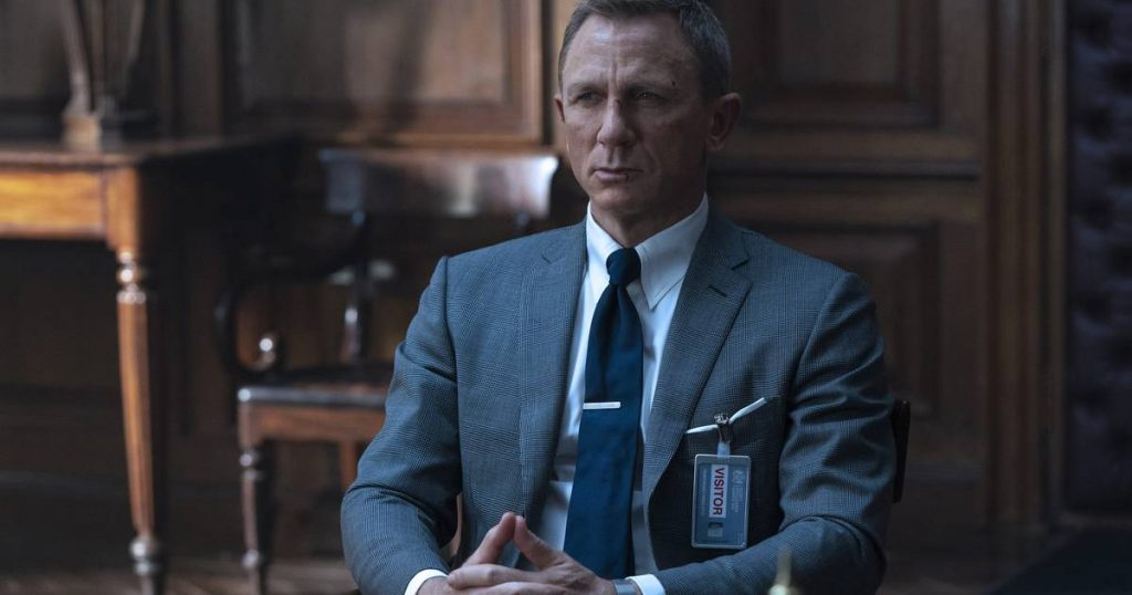 Daniel Craig does not support the female version of James Bond