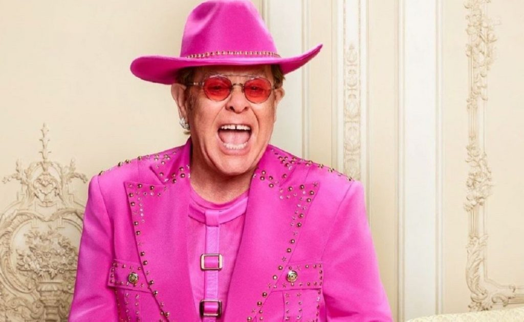 Elton John announces the postponement of the tour after hitting the house