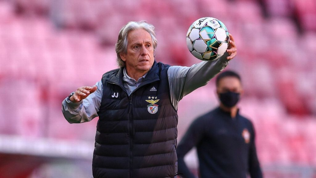 Jorge Jesus leads the unbeaten Benfica and is in a better stage since his departure from Flamengo
