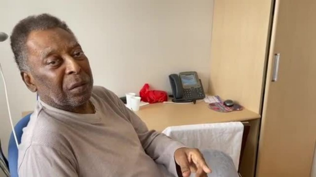 """Pele's daughter posted a picture of her dad with dyed hair: """"To look better and get out of here"""" 