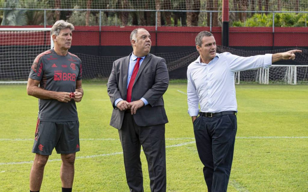 The Brazilian Football Confederation celebrates the late Flamengo matches and may force the Rio de Janeiro team to play four matches in a period of up to ten days    flamingo